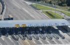 In Italia il primo casello autostradale al mondo che sfrutta il rallentamento dei mezzi per generare energia pulita