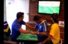 How a deaf-blind person follows a football game