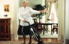 Svolgere le faccende casalinghe fa bene al corpo e alla mente: lo conferma una ricerca scientifica
