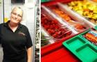Eine Kellnerin wurde gefeuert, weil sie einem Studenten, der nicht genug Geld hatte, ein Essen serviert hatte