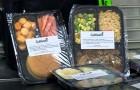 Questa scuola impacchetta e congela gli avanzi della mensa per donarli agli alunni più bisognosi