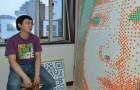 Han skapar ett gigantiskt portträtt av tjejen han är kär i med hjälp av 840 Rubiks kuber, men hon vill fortfarande inte ha honom