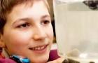 Questo ragazzo scopre il modo di catturare le micro-plastiche in mare e vince un premio internazionale