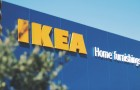 Oltre 2000 persone si riuniscono da IKEA per giocare a nascondino: la polizia è costretta a intervenire