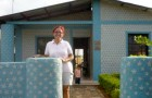 This woman has built 300 homes with recycled materials for people in financial difficulty