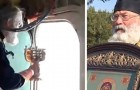 Un prete versa 70 litri di acqua santa da un aereo per combattere i cattivi costumi della città