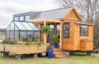 Dieses kleine Mobilheim hat ein eingebautes Gewächshaus und alle Annehmlichkeiten einer großen Wohnung