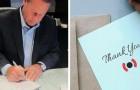 Da oltre 30 anni questo manager scrive a mano i biglietti d'auguri per i dipendenti della sua azienda