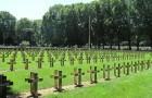 In Paris gibt es den ersten umweltfreundlichen Friedhof: Biologisch abbaubare Särge und Grabsteine aus Holz, um nicht zur Umweltverschmutzung beizutragen