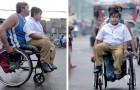 Ce brave père invalide emmène son fils à l'école tous les jours en fauteuil roulant