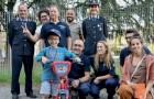 Rubano la bicicletta al bambino, ma la polizia decide di comprargliene una nuova per il compleanno