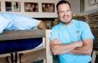 Este homem generoso deixou o seu trabalho para construir camas para as crianças mais pobres