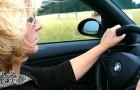 Vrouwen rijden veiliger dan mannen en veroorzaken minder ongevallen: dat bevestigt een onderzoek
