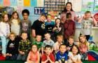 Toda la escuela aprende la lengua de señas para dar la bienvenida a una niña sorda de 6 años