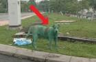 Ce chien a été peint en vert par des voyous et maintenant il risque la vie