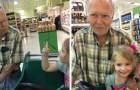 Tutto iniziò con un incontro al supermercato: oggi questo anziano signore e la bambina sono migliori amici