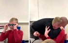 Von Farbenblindheit betroffen, sieht dieser Junge mit Hilfe des Schulleiter zum ersten Mal Farben