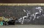 Banksy transforme un sans-abri en Père Noël pour sensibiliser l'opinion au thème de la solidarité