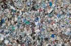Gli scienziati hanno trovato un modo ecologico ed economico di smaltire la plastica usando una sorgente di luce