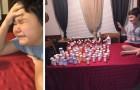 Un bambino piange di gioia prendendo l'ultima pillola del suo ciclo di chemioterapia