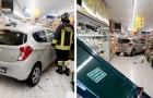 Anziché la retromarcia, mette la prima e irrompe con l'auto tra gli scaffali di frutta e verdura di un supermarket