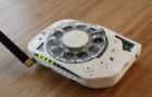 Une ingénieure spatiale construit un téléphone portable avec un cadran rotatif :