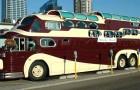 Cet immense camping-car est une