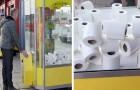 Die Grundlebensmittel sind so begehrt, dass man in einer Spielhalle Toilettenpapierrollen