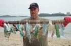 Coronavirus: le spiagge di Hong Kong sono ricoperte di mascherine monouso che i cittadini hanno usato per proteggersi