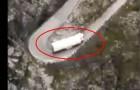 Het is onmogelijk om met deze vrachtwagen op deze weg te rijden!