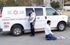 Er ist Jude, der andere ist Muslim: Die beiden Sanitäter beten gemeinsam, bevor sie die Infizierten von Covid-19 retten