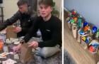 Två killar hjälper äldre människor under coronaviruspandemin genom att förse dem med mat och toapapper