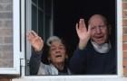Un couple de personnes âgées vainc le Covid-19 et rentre à la maison : après 65 ans de mariage, ils sont aussi unis face à la maladie