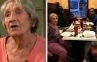 Drei Jugendliche sehen, wie eine alte Frau alleine isst, und leisten ihr Gesellschaft