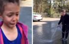 Een meisje tekent met krijt op straat: de geïrriteerde buurvrouw komt naar buiten met een tuinslang en wist alles uit