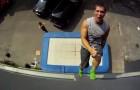 Sensations fortes assurées: des sauts en trampoline dignes d'un vrai ninja