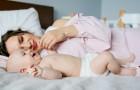 Un bambino ha bisogno di dormire nel letto dei genitori fino ai 3 anni: lo suggerisce un pediatra