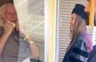 Un nonno in isolamento piange di gioia quando vede alla finestra i suoi nipoti appena laureati