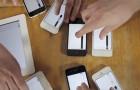 Vad händer när man sätter på samtliga telefoner, plattor och datorer? Se den imponerande animationen!