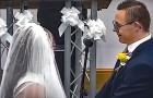 Un couple porteur de trisomie 21 se marie après des mois d'attente : des milliers de personnes