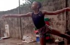 Un danseur nigérian danse pieds nus sous la pluie : une militante voit la vidéo et décide de financer ses études