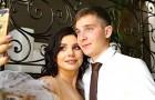 Nach der Scheidung heiratet sie ihren 15 Jahre jüngeren Stiefsohn. Jetzt erwarten die beiden ein Kind