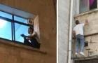 Se trepa cada noche a la ventana del hospital donde está internada su madre, para estar cerca de ella hasta el final