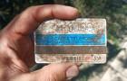 Un ragazzo ritrova in spiaggia una tessera telefonica da 10.000 lire: era rimasta sotto la sabbia per quasi 30 anni