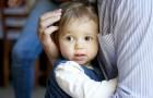 Se uma criança se recusa a abraçar ou interagir com alguém, ela nunca deve ser forçada