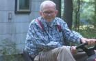 Rubano il tosaerba ad un anziano ma uno sconosciuto benefattore del luogo decide di ricomprarglielo