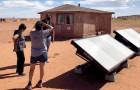 Questi idro-pannelli estraggono acqua potabile dall'aria per fornirla a 15 famiglie Navajo che non la hanno