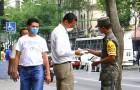 In Mexico wordt iedereen die op straat geen masker draagt, gedwongen sociaal nuttige taken uit te voeren