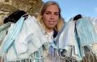 Una volontaria ha raccolto più di 650 mascherine sulle spiagge inglesi: il triste effetto del Covid sull'ambiente