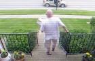 O vizinho sempre roubava suas encomendas deixadas na porta de casa, então ele organizou uma vingança